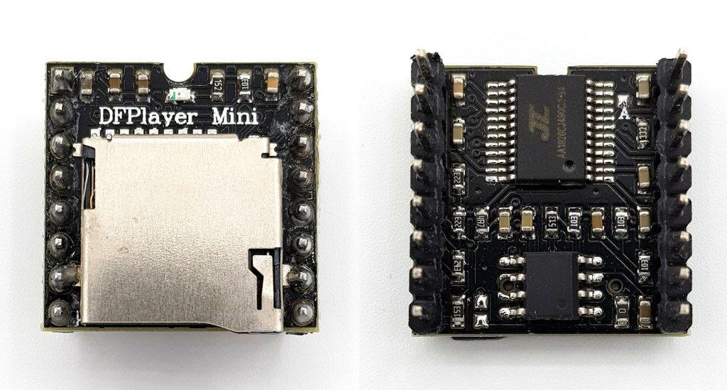 DFPlayer Mini: Foto der Vorder- und Rückseite