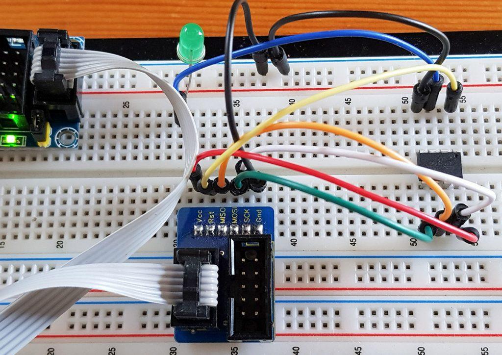 Schaltung für die Programmierung des ATtiny85 mit USBtinyISP Programmer