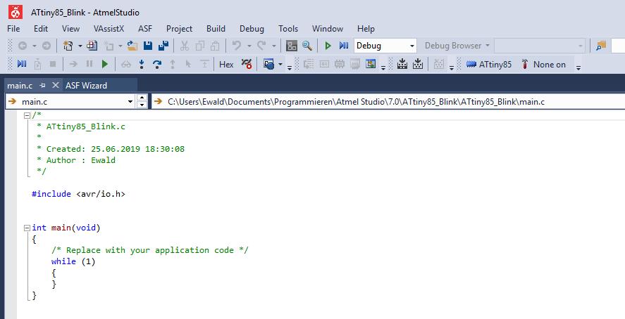 main.c im Programmeditor von Atmel Studio 7 bearbeiten